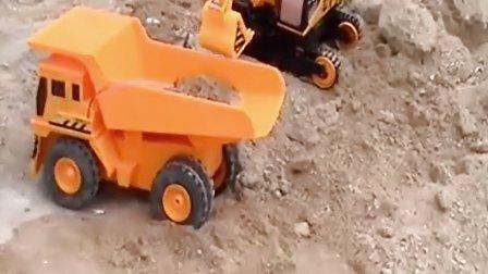 玩具遥控自卸车和遥控铲臂挖掘机互补