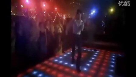 約翰·特拉沃爾塔在1977年的成名作中的disco dance