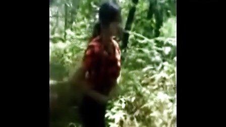 情侣打野战,少女来不及穿裤求保密视频