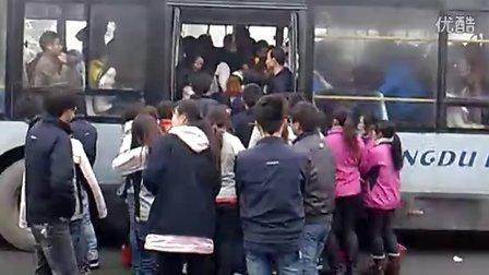 成都富士康下班等公交车那点事