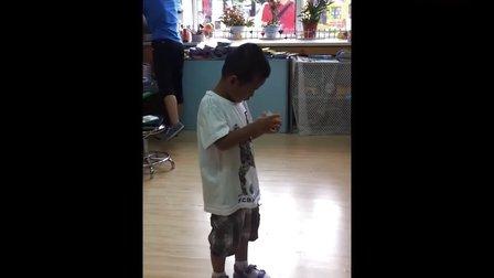 4岁半小朋友还原三阶魔方六面3分10秒