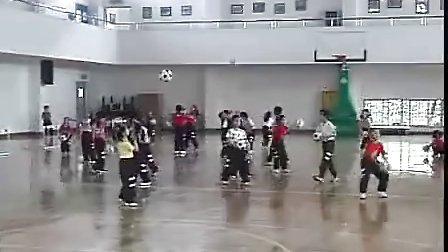 小学一年级体育优质课展示《小足球射门》视频观摩课例_视频课堂实录