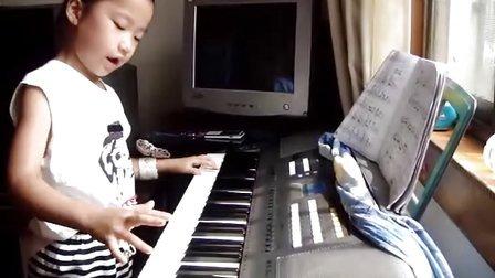 曹思雨描写电子琴(洋娃娃之梦)一年级弹奏小兔搭积木图片