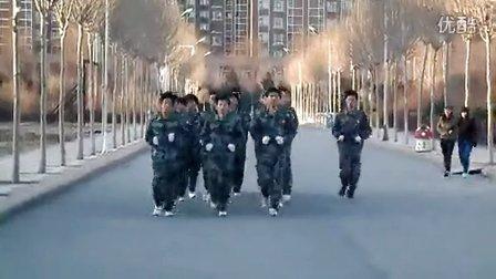 哈尔滨华德学院第八届国旗护卫队早晨跑步