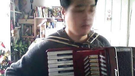 蓝藻演奏的手风琴《小酸梅果》图片