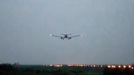 深圳机场飞机降落