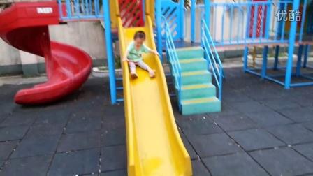 20131101-二区幼儿园-小丸子滑滑梯