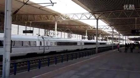 京沪高铁天津南站列车通过