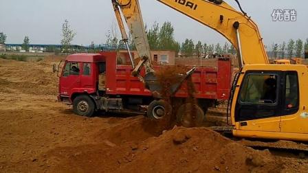 挖机装车视频