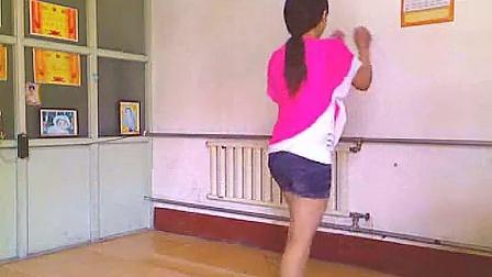 点击观看《美多多广场舞 DJ性感热舞 突然的自我 自由舞》
