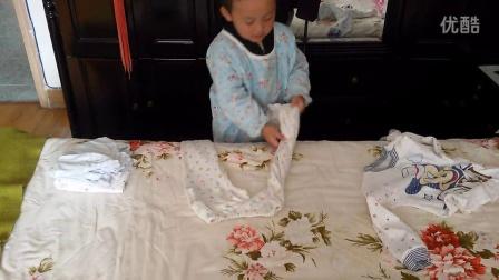 宝宝叠衣服