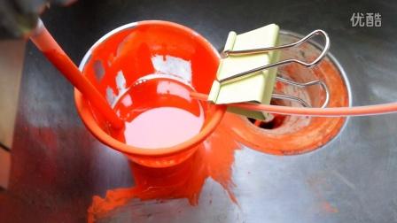 注特种红色漆,带悬浮颗粒。