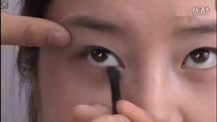 化妆步骤视频 化妆教程丑女变美女