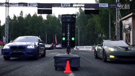 直线加速赛:场地汽车比赛项目之一.
