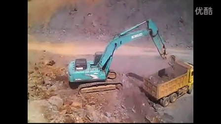 神钢350挖掘机装车 挖掘机表演视频