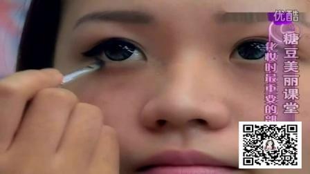 化妆的正确步骤 化妆时最重要的眼线画法视频教程