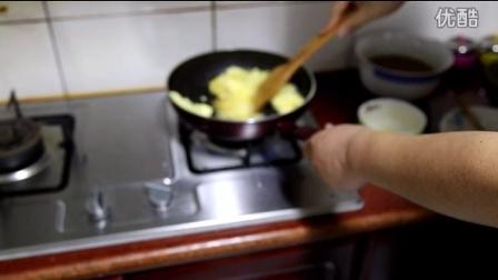 苏泊尔红点平底锅——火腿鸡蛋炒蒜薹