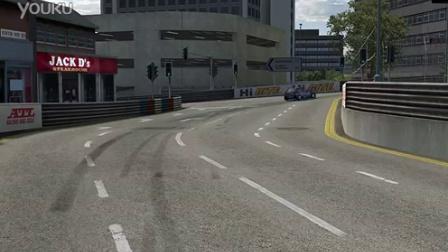 赛车游戏里的搞笑瞬间,一辆车跑错方向以后。。。