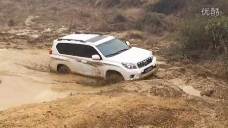 原厂丰田普拉多越野陷泥塘视频高清图片