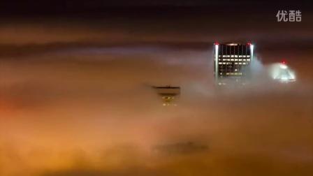 好美!延时摄影记录下浓雾飘过波特兰全过程