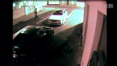 偷车贼砸车窗被反弹石块砸晕