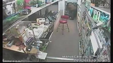 当愚蠢的强盗遇到勇敢的女店员