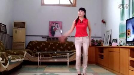 点击观看《玲珑广场舞 真的不容易 背面 编舞 春英》