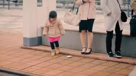 当孩子们看到陌生人的钱包掉了