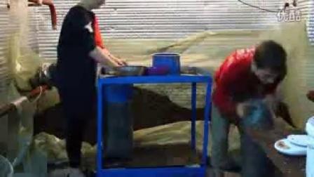 蘑菇快速简单装袋填充器机器设备_高清视频食用菌shiyongjun