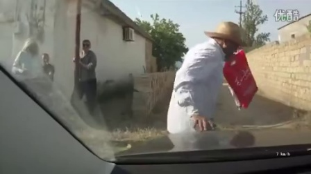 虽然被撞到是司机的不对,但是这演技还是让我笑了。。。