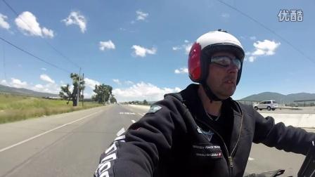 骑着胜利cross country摩托车环游世界