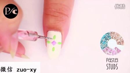 如何用指甲油涂出美丽花纹图案的美丽指甲