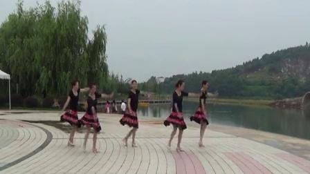 五三广场舞:情歌飞进妹心窝