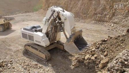 9150 正铲挖掘机装车视频