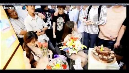 韩国主播崔瑟琪和阿英的双人热舞 快乐时光