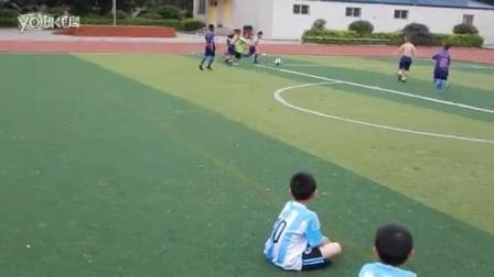 一年级赤膊对衣服队足球大战