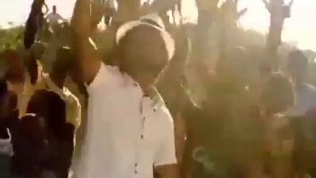 2010世界杯主题曲 旗帜飘扬 独唱版 克男