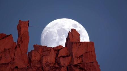 震撼高空优雅走秀短片《月球漫步》