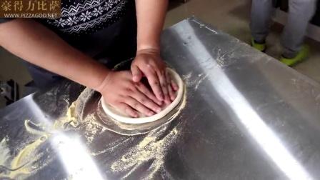 豪得力学员制作金牌海鲜披萨-豪得力手工比萨学员现场