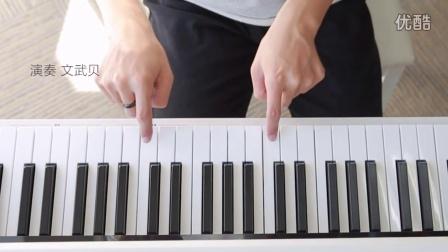 用两根手指演奏唯美钢琴曲视频图片