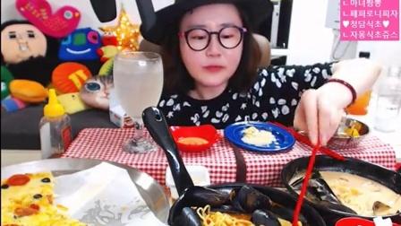 【微博@学姐宿舍】爱凤吃播-披萨+海鲜面