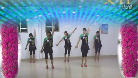 点击观看《阿娜广场舞 远方的诱惑 团体版舞蹈视频》