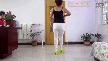 点击观看《荣蓉广场舞 梦驼铃 紧身裤版》