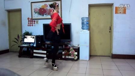 点击观看《米悠悠广场舞 泼水节》