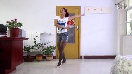 荣蓉广场舞 短裙黑丝袜性感广场舞 背景音乐:人生嘉年华