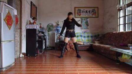 点击观看《桂林阿凤广场舞健身爵士舞舞电话情缘》