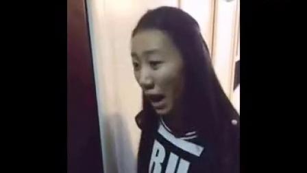 快手搞笑视频:二货带女友回家,笑抽了!《【快手笑