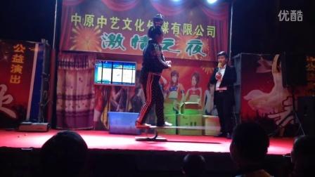 大街舞台胖子美女牛X杂技精彩表演