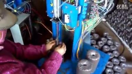农村自动气动窝口机菌棒自动打包装袋机功能演示_高清食用菌shiyongjun