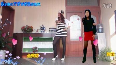 点击观看《金芙蓉广场舞 与好友阿彩一起合屏跳 爱情里下了一场雪 舞蹈视频》